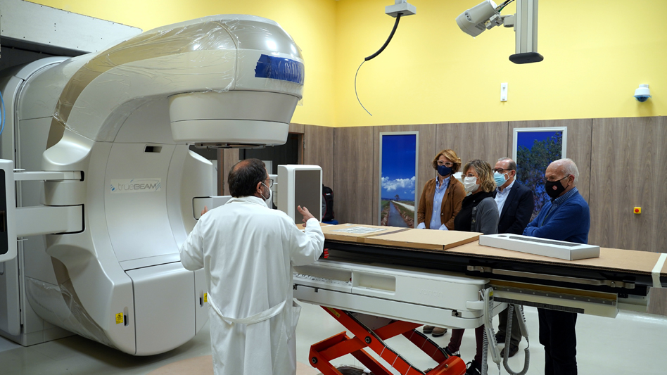 Salut instal·la el nou accelerador lineal de la Unitat de Radioteràpia de les Terres de l'Ebre