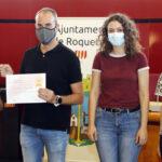 L'Ajuntament de Roquetes entrega al Projecte Emma 400€ recaptats al concert solidari del grup Elma